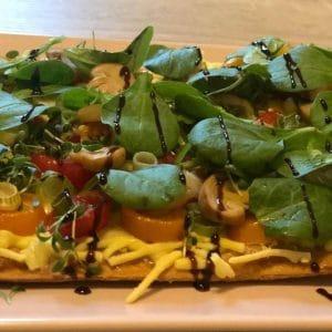 veganer käse von bedda überbacken flammkuchen rezept vegan