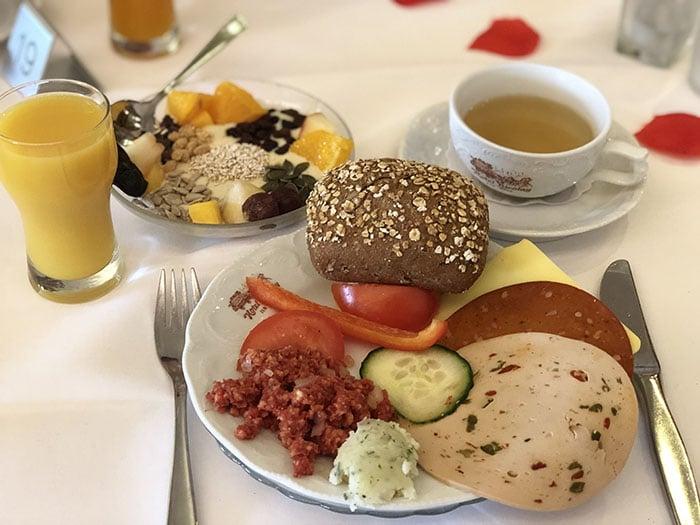 veganes frühstücksbuffet hotel nicolay mosel